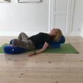 Restorativ Yoga - Sommerfugt med rygstøtte